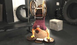 Zack Ruhl: o gigante sem pernas que levanta 215 kg no supino