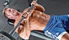 3 exercícios para trabalhar o tríceps sem colocar os ombros em risco