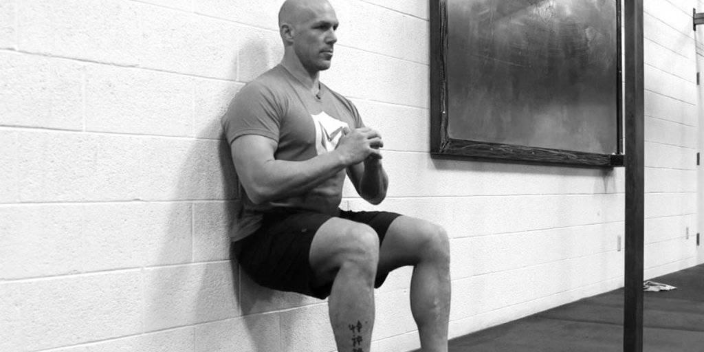 exercícios isométricos: wall sit