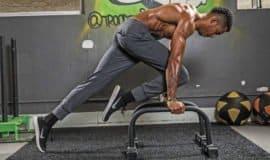 13 exercícios de força incríveis para fazer nas parallette bars