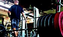 Vídeo mostra a saga de atleta dos EUA para conseguir fazer agachamento com 275kg
